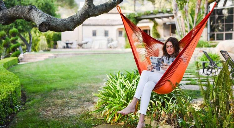 Review-Sedona Hanging Chair Hammock in garden