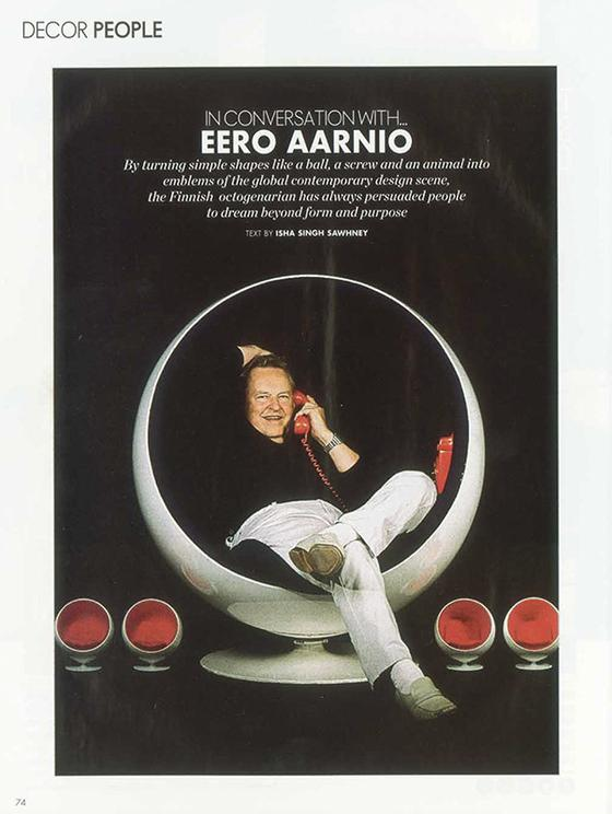 Aarnio Eeero in his Ball Chair