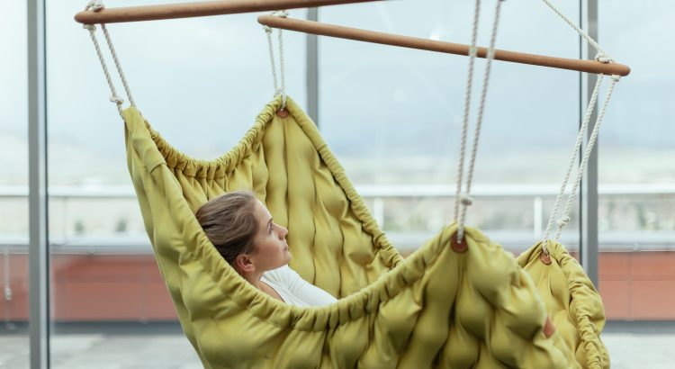LINDA VRŇÁKOVÁ- Swingy In Hand Made Hanging Chair Review