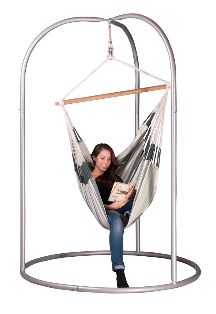 metal-rount-very-stable-stand-and-a-hammock-chair-featured