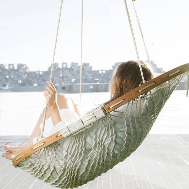 Hammock-Chair-With-Footrest-and-wooden-frame-Review