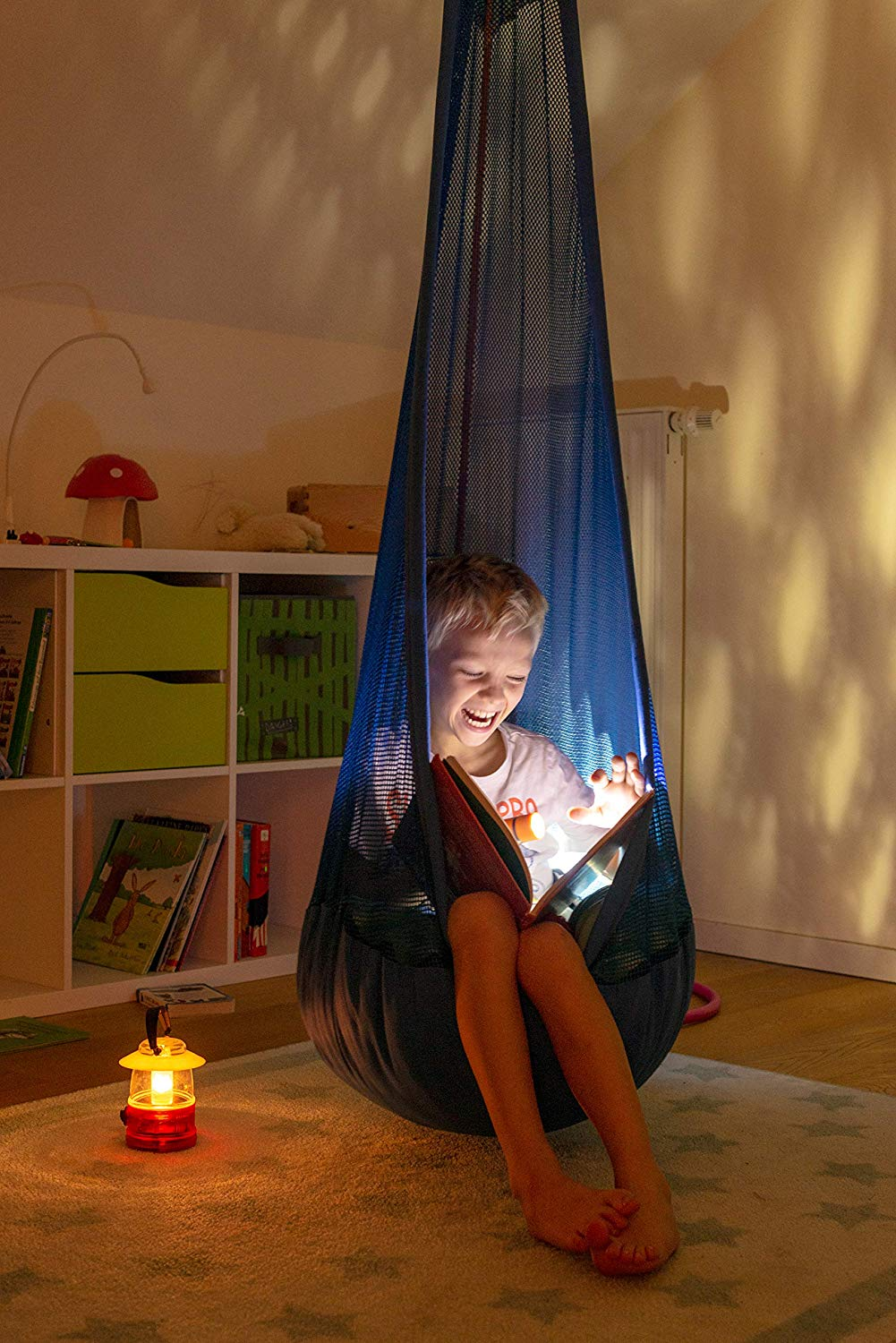 Extra-Large-indoor-Hanging-Nest-with-Suspension-Kit-review-by-la-siesta