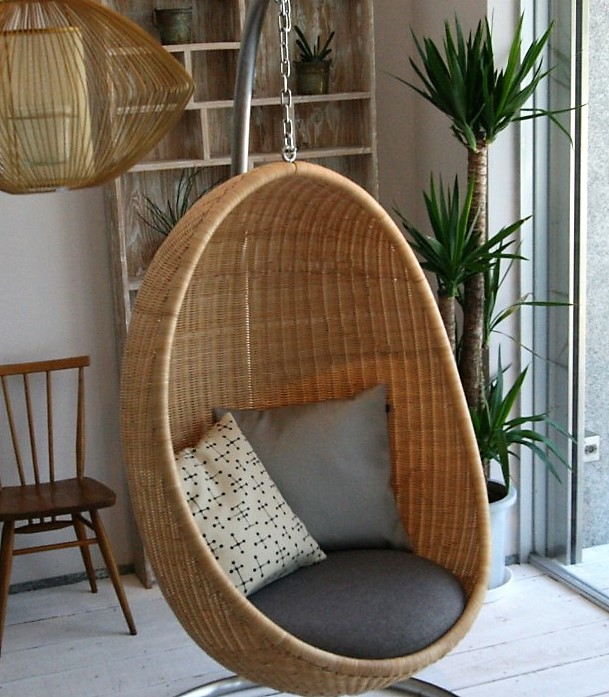 indoor-hanging-egg-chair-made-of-rattan
