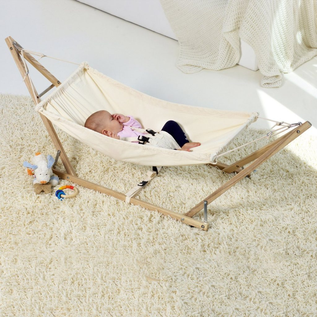 baby-hammock-chair-amazonas-baby-is-spleaing-in-ahammock