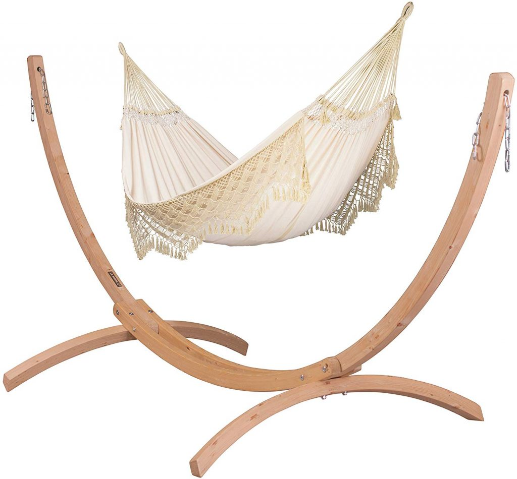 beautiful-canoa-hammock-with-a-wooden-stand