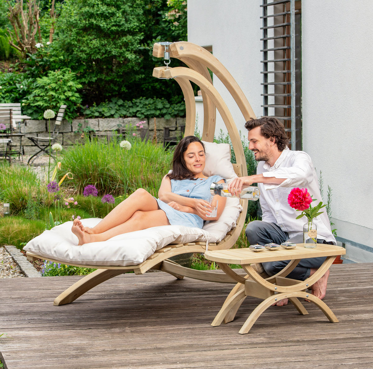 swinging-in-a-wooden-chair-lounger-with-stand-and-drinking-couple-love
