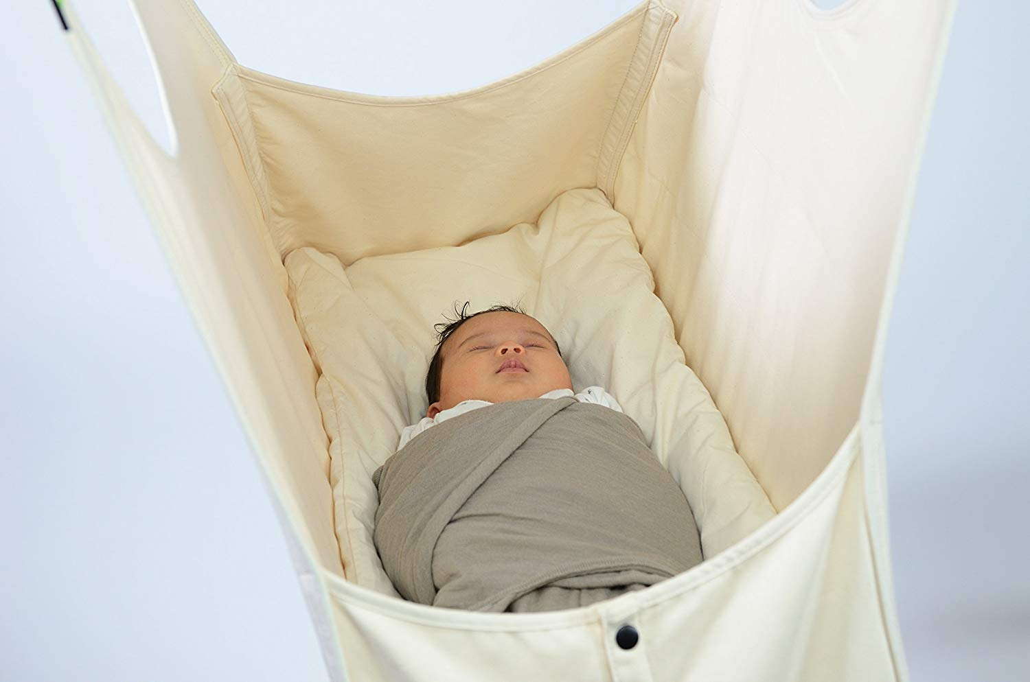 baby-is-sleeping-in-a-baby-hammock-with-stand-organic-cotton