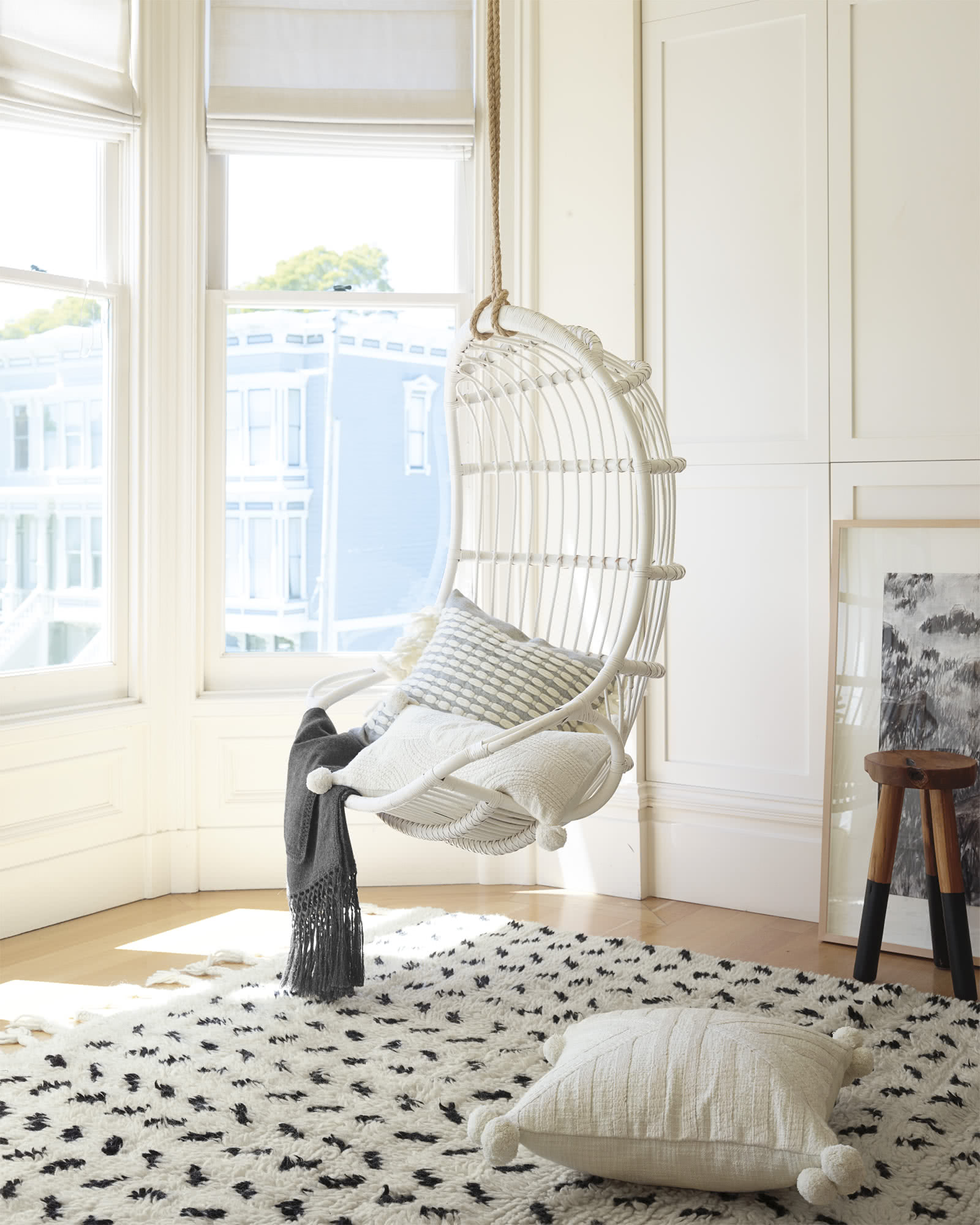 Chair_Hanging_white-with-blanket-bright-color-suitable-for-hanging-room