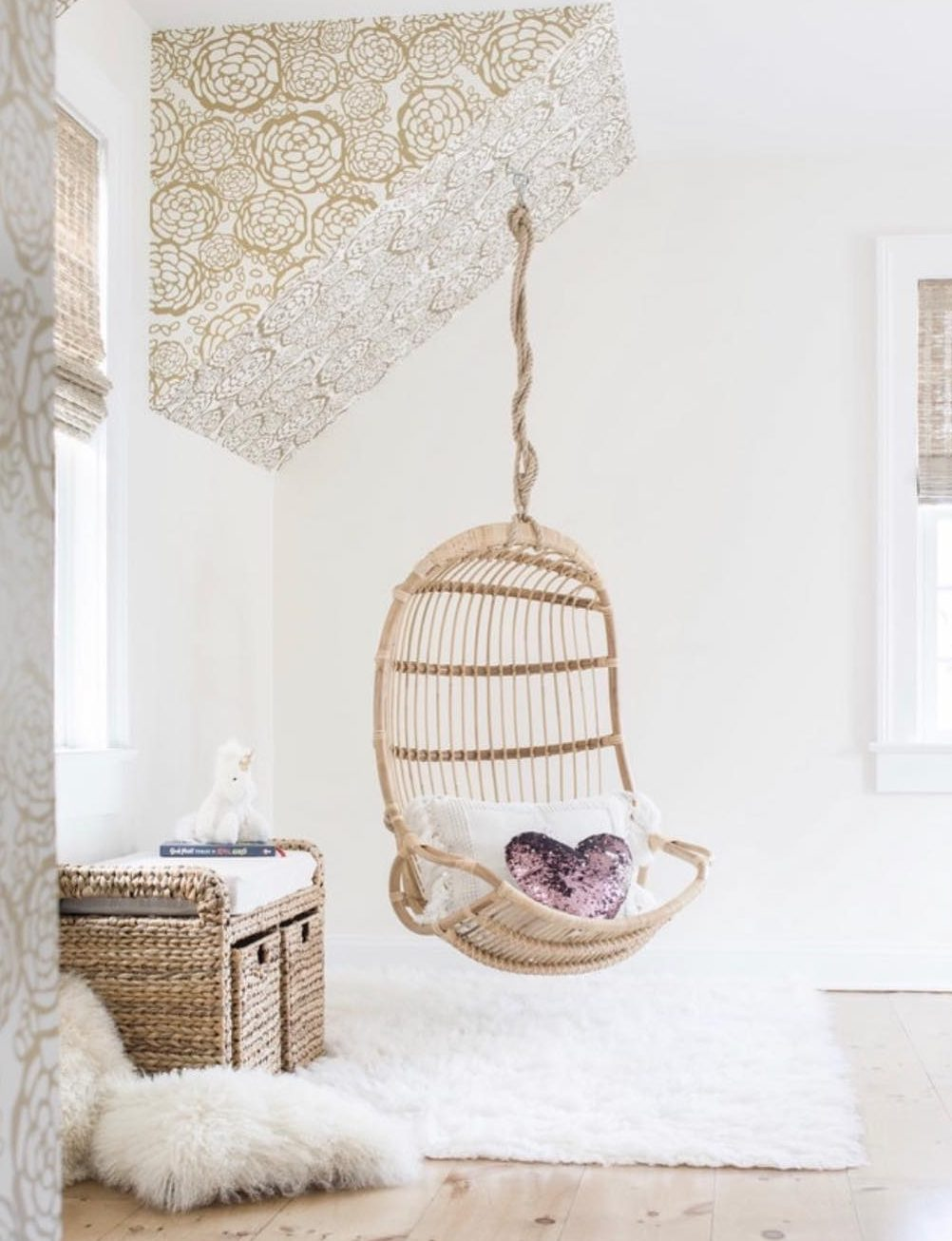 natural-rattan-chair-for-bedroom