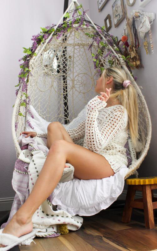 swingasan-romantic-hanging-chair-bohemian-woman