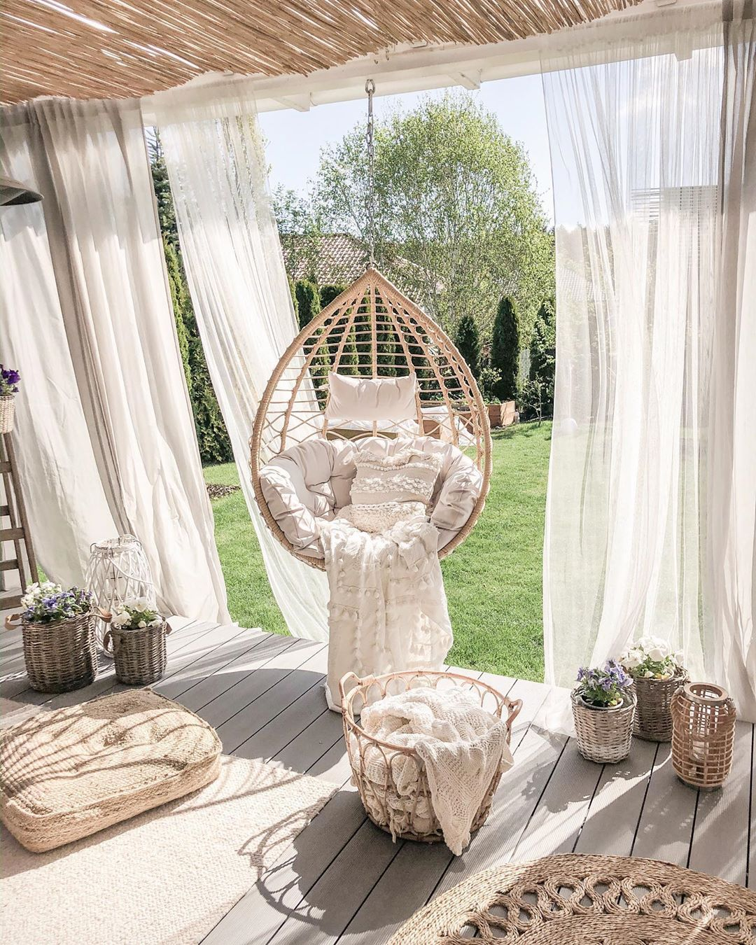 hanging-chairs-house-tours-from-real-homes