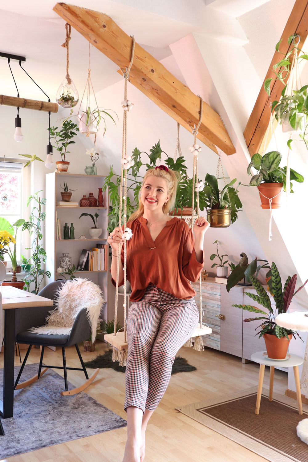 Kristina-Kizilboya-fagusurban-swinging-on-her-DIY-swing-in-her-own-apartment