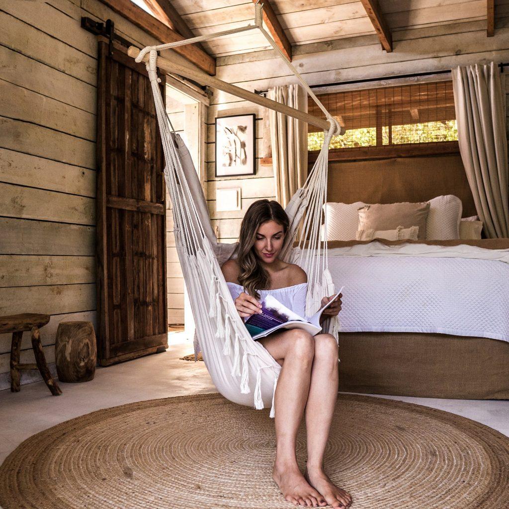 unique-boho-stlyle-hammock-komorabi-chair-cottage