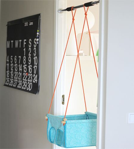 Door-frame-mounted-child-swing