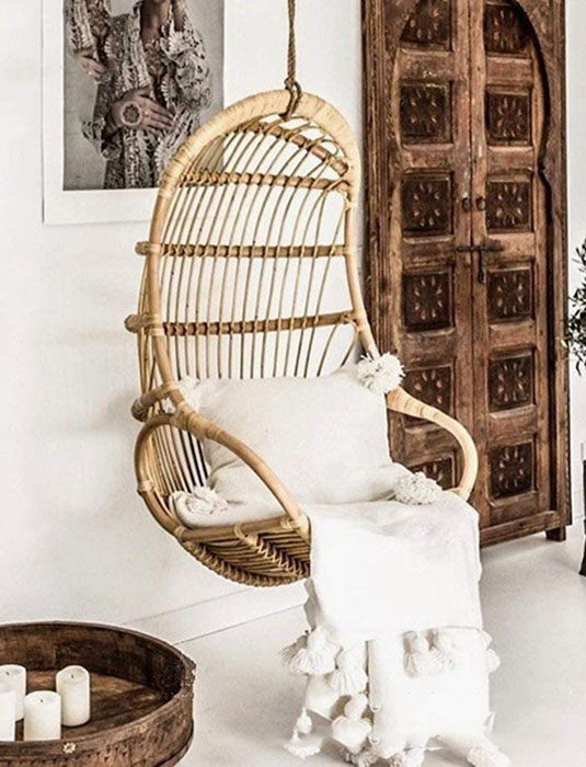 vintage-hanging-rattan-chair-shabby-chick-look