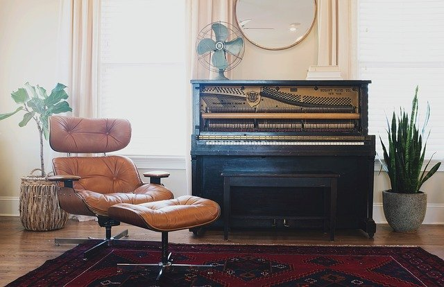 vintage-living-room-eames-lounger-and-piano