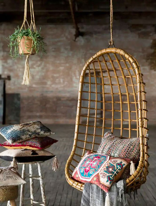 wicker-vintage-rattan-with-bohemian-cushions-and-blanket